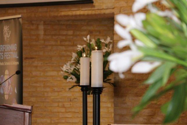 1b. altar with flowers 640x427